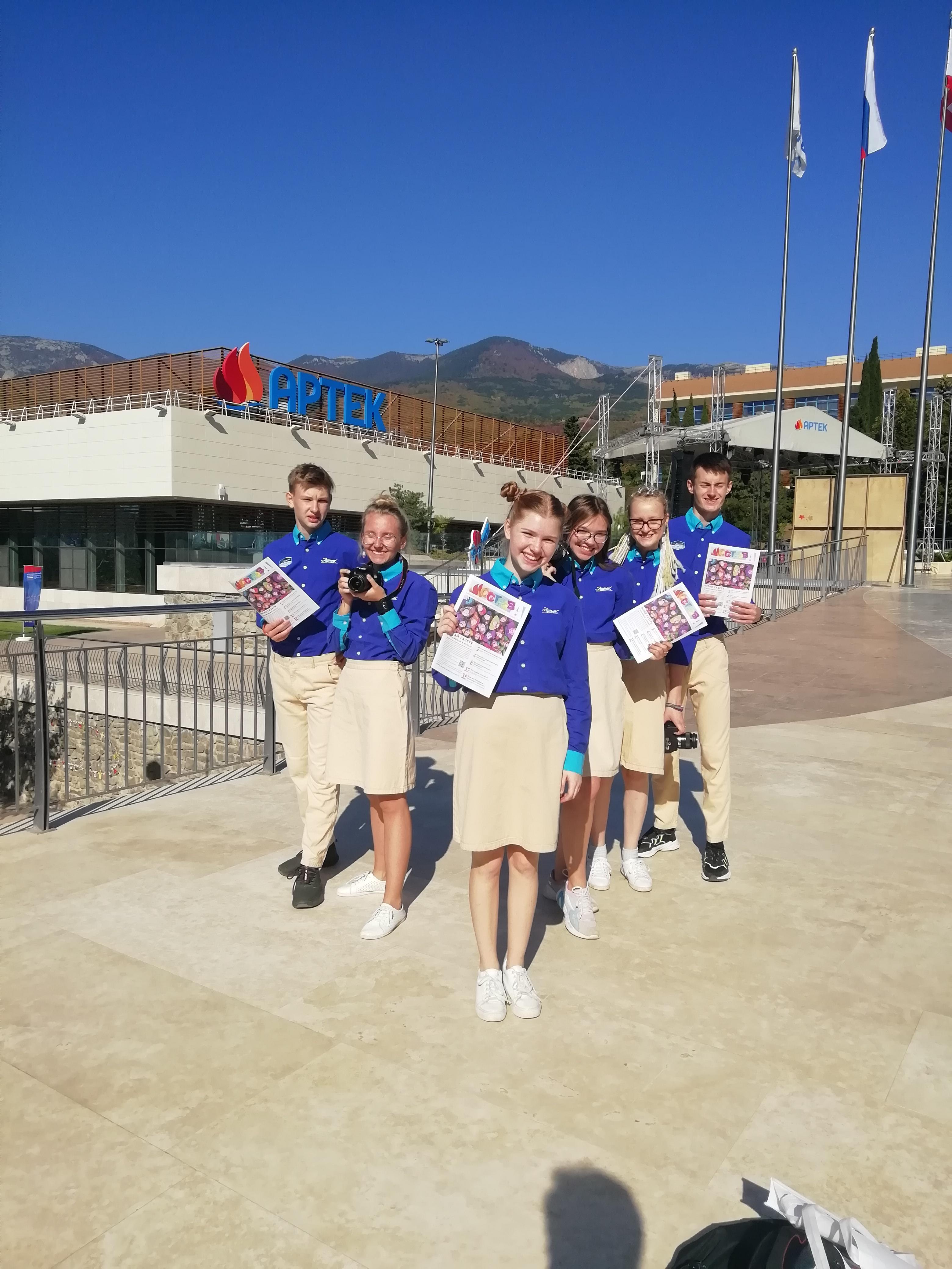 delegaciya-cdyu-s-gazetoj-ostrova